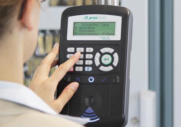 Terminale - Identificazione utente e funzioni di controllo